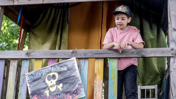 Miray in ihrem Stelzenhaus. | Rechte: KiKA/Erik Drews