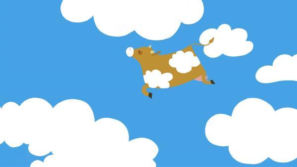Im Traum hüpft die Kuh in den Wolken herum. | Rechte: KiKA/SWR/Film Bilder/Julia Ocker