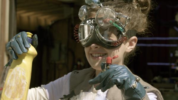 Anne hat Spaß daran, zu experimentieren – egal, was dabei herauskommt. | Rechte: KiKA/Sinking Ship Entertainment