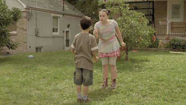 Shania (Adrianna Di Liello) und Garth (Joey Nijem) müssen zusammen spielen. | Rechte: KiKA/Sinking Ship Entertainment