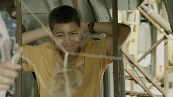 Nick (Jadiel Dowlin) will nicht länger die Musik von Shania hören. | Rechte: KiKA/Sinking Ship Entertainment