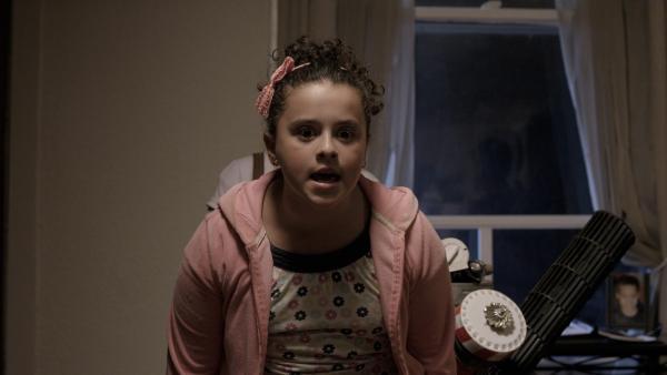 Shania (Adrianna Di Liello) muss eingreifen und die Jungs zurechtweisen. | Rechte: KiKA/Sinking Ship Entertainment
