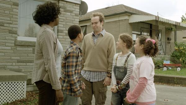 Wilbert (James Gangl) bietet sich Nick als Ersatzvater an. | Rechte: KiKA/Sinking Ship Entertainment
