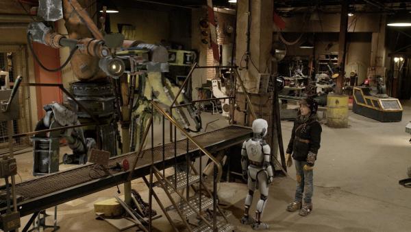 Anne (Addison Holley), PAL (Millie Davis) und Hand fragen sich, wo Nick und Shania bleiben . | Rechte: KiKA/Sinking Ship Entertainment
