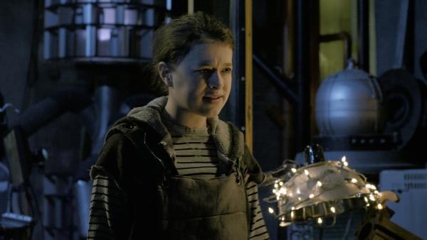 Anne (Addison Holley) erklärt Shania, dass sie die Freundschaft mit Nick und ihr nicht aufrechterhalten möchte. | Rechte: KiKA/Sinking Ship Entertainment