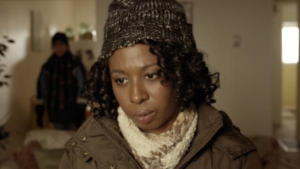 Nick bitte Maggie (Raven Dauda) darum, dass Anne und Wilbert nach dem Stromausfall eine Nacht bei ihnen unterkommen können. Maggie ist skeptisch.  | Rechte: KiKA/Sinking Ship Entertainment
