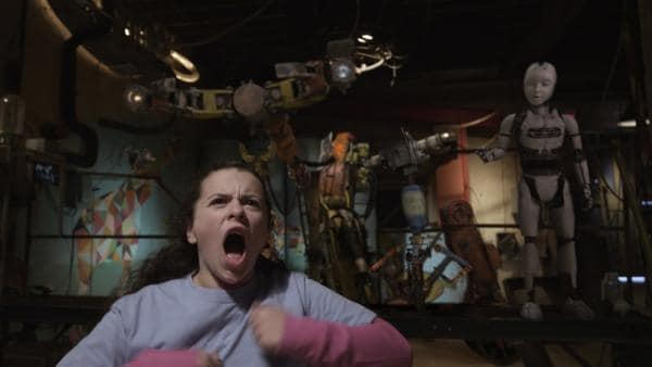 Shania (Adrianna Di Liello) bereitet sich auf ihren Sumo-Kampf mit Anne vor. | Rechte: KiKA/Sinking Ship Entertainment