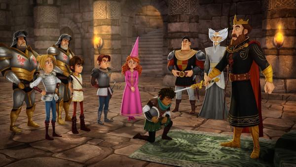 König Uther schlägt Sagramor für eine Heldentat zum Ritter, die dieser nur vorgetäuscht hat. | Rechte: SWR/Blue Spirit Productions/TéléTOON+/Canal+