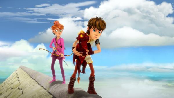 Auf dem Dach des Schlosses Camelot warten Arthur und Guinevere mit dem Drachenbaby auf die Drachenmutter. | Rechte: SWR/Blue Spirit Productions/TéléTOON+/Canal+