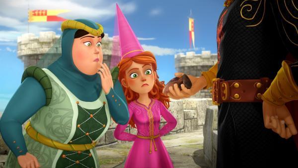 König Uther zeigt Madame Birgit und Guinevere seinen größten Schatz: die Klaue des Drachen. | Rechte: SWR/Blue Spirit Productions/TéléTOON+/Canal+