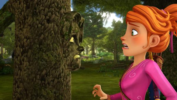 Guinevere kann es kaum fassen: Gawain ist in einen Baum verwandelt. | Rechte: SWR/Blue Spirit Productions/TéléTOON+/Canal+