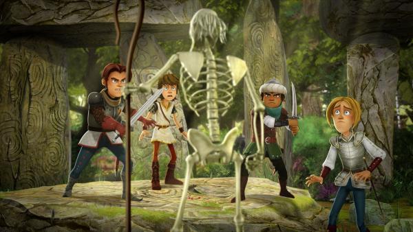 Arthur und seine Freunde sind perplex: Plötzlich stehen sie einem lebenden Skelett gegenüber.   Rechte: SWR/Blue Spirit Productions/TéléTOON+/Canal+