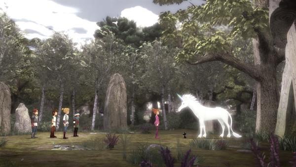 In der Zauberwelt Avalon steht Guinevere einem Einhorn gegenüber. | Rechte: SWR/Blue Spirit Productions/TéléTOON+/Canal+