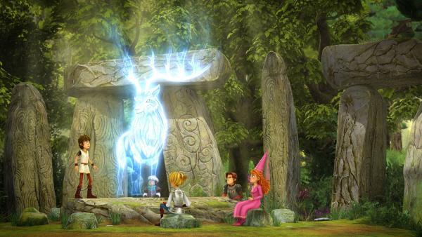 Arthur erscheint der weiße Hirsch aus seinen Träumen.   | Rechte: SWR/Blue Spirit Productions/TéléTOON+/Canal+