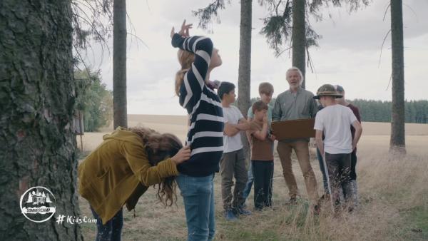 Die Kids lernen die Fachsprache der Jäger | Rechte: KiKA