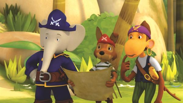 Beim Piraten spielen am Strand treffen Badou, Chiku und Fitz auf einen fahrenden Händler, der ihnen eine echte Schatzkarte von Blauzahn verkaufen will. | Rechte: KiKA/Nelvana Limited/TeamTO/YTV Productions