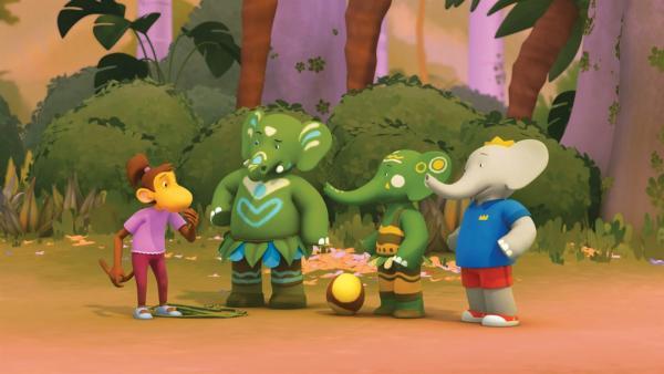Chiku kann bei den Rüsselspielen der Elefanten nicht mitspielen. Aylas Bruder Gandeen, Ayla und Badou sind ein wenig ratlos. | Rechte: KiKA/Nelvana Limited/TeamTO/TF1