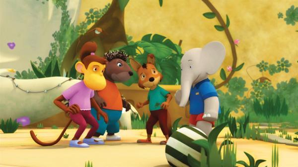 Chiku, Munroe, Fitz und Badou beraten sich im geheimen Innenhof. | Rechte: KiKA/Nelvana Limited