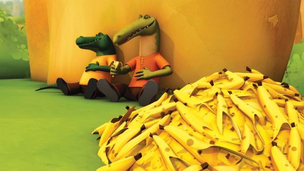 Theo und Dieter haben diesen Riesenberg Bananen verschlungen. | Rechte: KiKA/Nelvana Limited