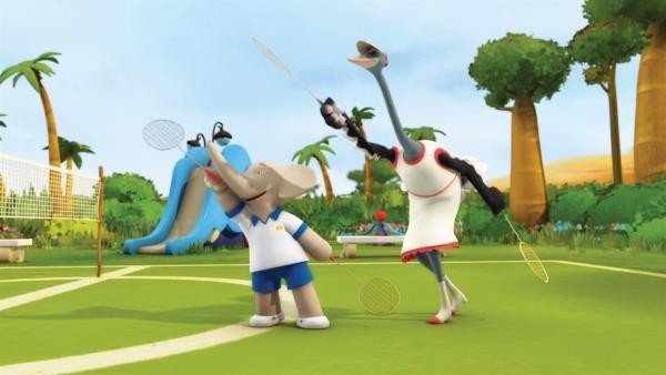 Badou zeigt Frau Strauß, wie man Flitze-Ball spielt. | Rechte: KiKA/Nelvana Limited