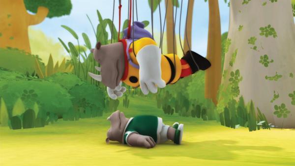 Lord Rataxes ist bei einem Sturm aus seinem Ballon abgestürzt. Sein Enkel Rhudi hat ihn gerade gefunden. | Rechte: KiKA/Nelvana Limited