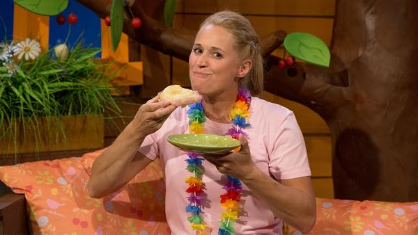 Singa mit einem Toast Hawaii | Rechte: KiKA