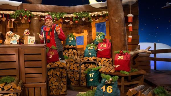 Jan und Henry basteln ganz besondere Weihnachtskarten. | Rechte: KiKA/Dorit Jackermeier