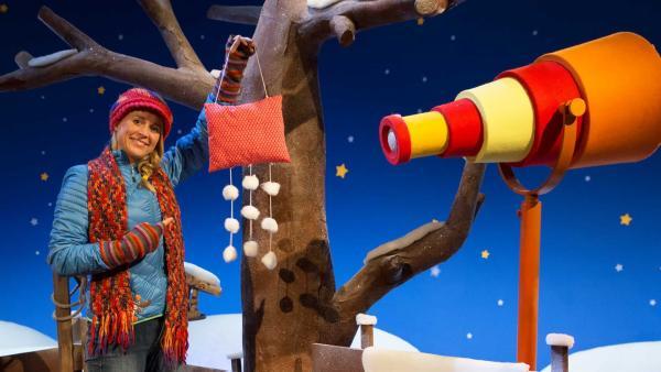 Singa hat sich eine Wolke wie Frau Holle gebastelt. | Rechte: KiKA/Lea Klebba
