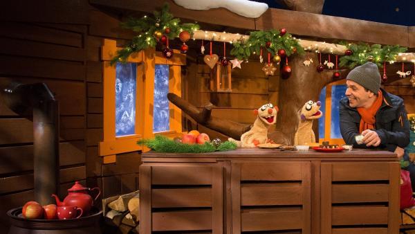 Jan und Henry wollen mit Juri ein Lebkuchenhaus bauen. | Rechte: KiKA/Dorit Jackermeier