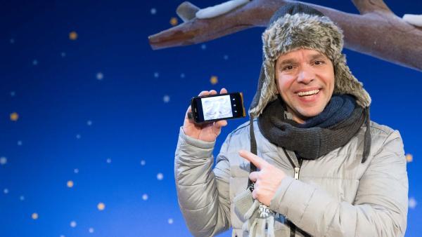 Juri und Singa haben Muster im Schnee gemacht. | Rechte: KiKA/Tizian Hempel