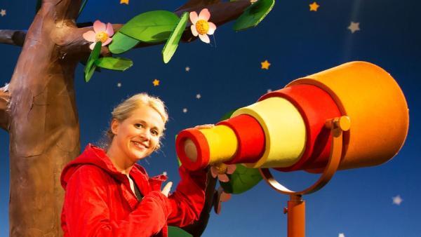 Singa erzählt Geschichten von früher. | Rechte: KiKA/Josefine Liesfeld