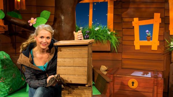 Singa baut ein Fledermaushaus. | Rechte: KiKA/Josefine Liesfeld