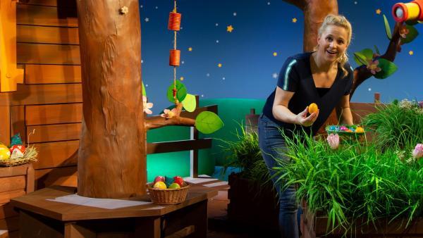 Singa spielt Eierdotzen. | Rechte: KiKA/Dorit Jackermeier