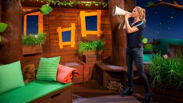 Singa schmiedet Pläne für den Muttertag. | Rechte: KiKA/Dorit Jackermeier