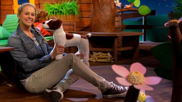 Singa erklärt die Hundesprache. | Rechte: KiKA/Dorit Jackermeier