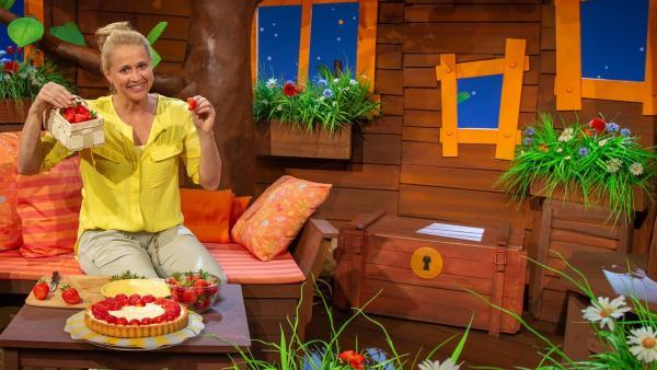 Singa hat Erdbeeren geerntet. | Rechte: KiKA/Dorit Jackermeier