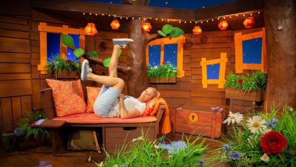 Singa fährt Luftfahrrad. | Rechte: KiKA/Vanessa Loos