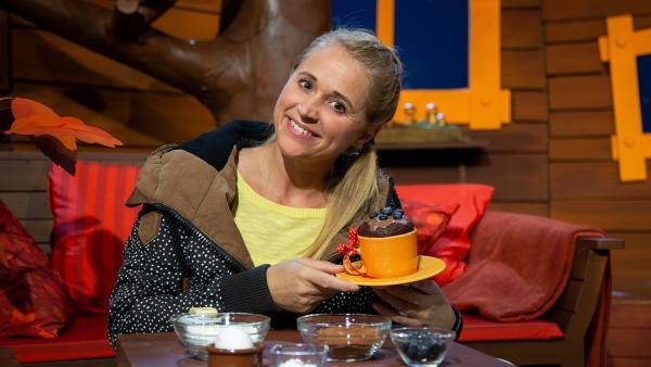 Singa backt leckere Tassenkuchen. | Rechte: KiKA/Dorit Jackermeier