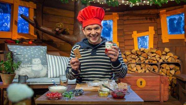 Juri macht einen leckeren Keksnachtisch. | Rechte: KiKA/Dorit Jackermeier