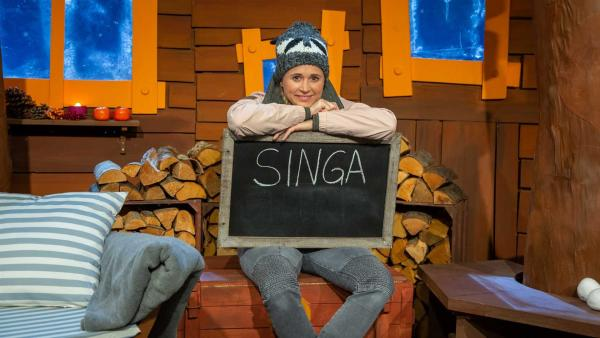 Singa übt Schreiben. | Rechte: KiKA/Dorit Jackermeier