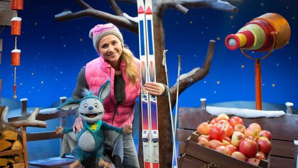 Fidi erzählt von komischen Spuren im Schnee. | Rechte: KiKA/Josefine Liesfeld