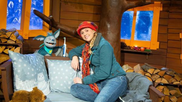 Fidi findet Singas elektrische Zahnbürste. | Rechte: KiKA/Josefine Liesfeld