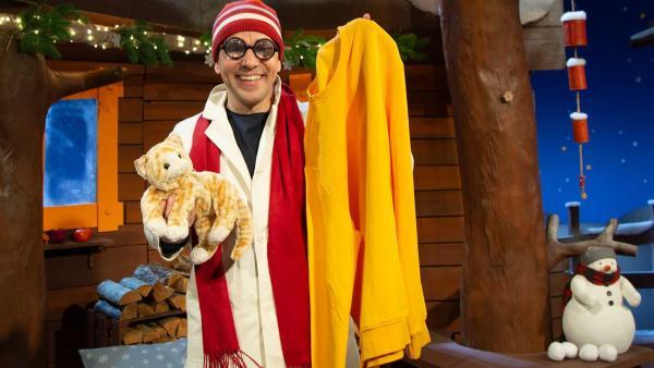 Professor Juri erklärt die Katzenwäsche. | Rechte: KiKA/Nadja Usbeck