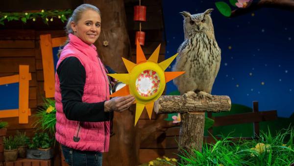 Singa bastelt eine Sonnen-Bastelei. | Rechte: KiKA/Hannah Michalowicz