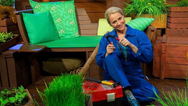 Singa zeigt ihre Kneifzange. | Rechte: KiKA/Hannah Michalowicz