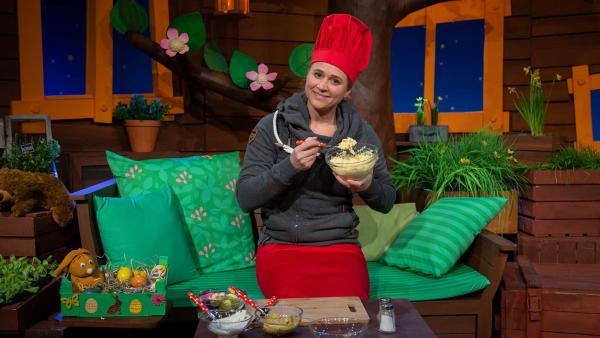 Singa bereitet einen Eiersalat zu. | Rechte: KiKA/Hannah Michalowicz