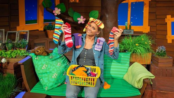 Singa verrät uns ihren Socken-Trick. | Rechte: KiKA/Josefine Liesfeld