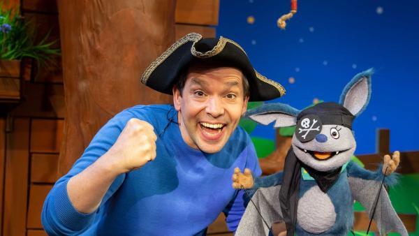 Juri und Fidi spielen Piraten.   Rechte: KiKA/Josefine Liesfeld