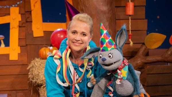 Fidi und Singa feiern eine Geburtstagsparty. | Rechte: KiKA/Hannah Michalowicz
