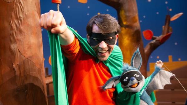 Juri und Fidi sind Superhelden. | Rechte: KiKA/Josefine Liesfeld
